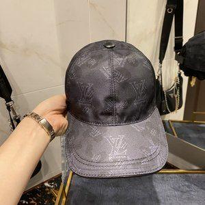 LOUIS  VUITTON      Snapback Hats